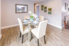 Πίνακας κουζινών στο πρότυπο σπίτι Καλιφόρνιας Στοκ Εικόνες