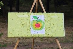 Πίνακας με έναν στόχο για να εκπαιδεύσει το χτύπημα του στόχου Στοκ φωτογραφία με δικαίωμα ελεύθερης χρήσης