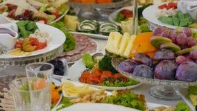 Πίνακας με τα τρόφιμα στο γάμο απόθεμα βίντεο