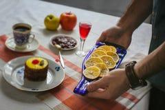 Πίνακας με τα τρόφιμα τυποποιημένα Στοκ Φωτογραφία