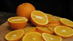 Πίνακας με τα φρέσκα πορτοκάλια απόθεμα βίντεο