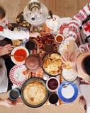 Πίνακας με τις τηγανίτες Τοπ άποψη Shrovetide Στοκ εικόνες με δικαίωμα ελεύθερης χρήσης