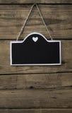 Πίνακας με το α με την άσπρη ένωση πλαισίων και καρδιών σε ένα παλαιό W Στοκ φωτογραφίες με δικαίωμα ελεύθερης χρήσης