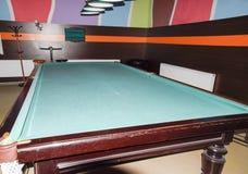 Πίνακας μπιλιάρδου στο δωμάτιο μπιλιάρδου Ρωσικό μπιλιάρδο Στοκ φωτογραφία με δικαίωμα ελεύθερης χρήσης