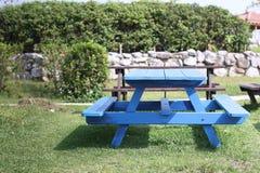 Πίνακας πάγκων πικ-νίκ πάρκων στοκ εικόνα