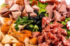 Πίνακας πιάτων με το κρέας και το τυρί Το συμπόσιο στο ιταλικό ύφος Στοκ φωτογραφία με δικαίωμα ελεύθερης χρήσης
