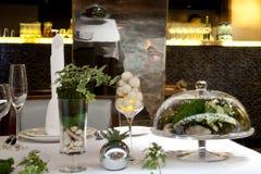 πίνακας πιάτων πετσετών διακοσμήσεων Στοκ φωτογραφίες με δικαίωμα ελεύθερης χρήσης