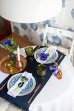 Πίνακας που θέτει με τα μπλε anemones Στοκ Εικόνα