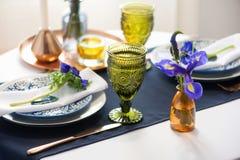 Πίνακας που θέτει με τα μπλε anemones Στοκ φωτογραφία με δικαίωμα ελεύθερης χρήσης
