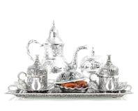 Πίνακας που θέτει με το ασημένιο επιτραπέζιο σκεύος Ασιατική φιλοξενία Στοκ εικόνες με δικαίωμα ελεύθερης χρήσης