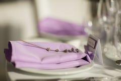 Πίνακας που θέτει με lavender τα λουλούδια, κινηματογράφηση σε πρώτο πλάνο Στοκ Εικόνες