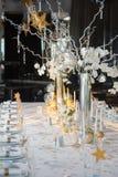 Πίνακας που διακοσμείται εορταστικός με τα κεριά Στοκ φωτογραφίες με δικαίωμα ελεύθερης χρήσης