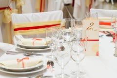 Πίνακας που τίθεται για το γαμήλιο γεύμα Στοκ Φωτογραφία
