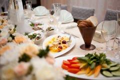 Πίνακας που τίθεται για το γεύμα γαμήλιου γεγονότος Στοκ εικόνα με δικαίωμα ελεύθερης χρήσης