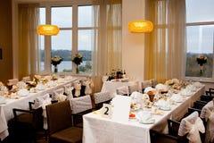 Πίνακας που τίθεται για το γεύμα γαμήλιου γεγονότος Στοκ Εικόνες