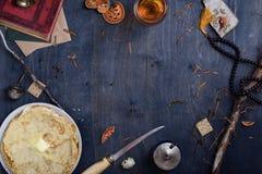 Πίνακας προγευμάτων με το ψημένο εκλεκτής ποιότητας ύφος καλυβών κυνηγών τηγανιτών Στοκ εικόνα με δικαίωμα ελεύθερης χρήσης