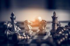 Πίνακας σκακιού - μια ανταγωνιστική επιχειρησιακή ιδέα να πετύχει Στοκ Φωτογραφίες