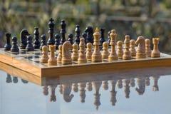 Πίνακας σκακιού σε έναν πίνακα Στοκ εικόνα με δικαίωμα ελεύθερης χρήσης