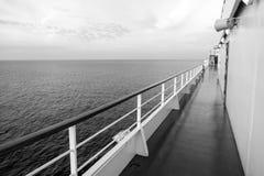 Πίνακας σκαφών στο Μαϊάμι, ΗΠΑ στην μπλε θάλασσα Κατάστρωμα ειδυλλιακό seascape Ταξίδι νερού, ταξίδι, ταξίδι krasnodar διακοπές θ στοκ εικόνα