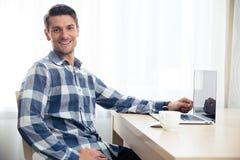 πίνακας συνεδρίασης ατόμων lap-top Στοκ εικόνα με δικαίωμα ελεύθερης χρήσης