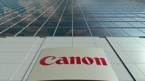 Πίνακας συστημάτων σηματοδότησης με τη Canon Inc ΛΟΓΟΤΥΠΟ χτίζοντας σύγχρονο γραφ&epsilo Εκδοτική τρισδιάστατη απόδοση Στοκ Φωτογραφίες