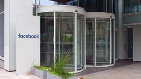 Πίνακας συστημάτων σηματοδότησης οδών με την επιγραφή Facebook χτίζοντας σύγχρονο γραφ&epsilo Εκδοτική 4K τρισδιάστατη απόδοση απόθεμα βίντεο