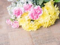 Πίνακας της ρύθμισης διακοσμήσεων λουλουδιών Στοκ Εικόνες