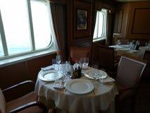 Πίνακας τραπεζαρίας στο κρουαζιερόπλοιο Στοκ Φωτογραφίες