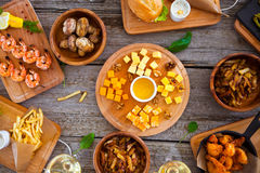 Πίνακας τροφίμων και ποτών, που απολαμβάνει Dinning που τρώει την έννοια Στοκ εικόνες με δικαίωμα ελεύθερης χρήσης