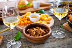 Πίνακας τροφίμων και ποτών, που απολαμβάνει Dinning που τρώει την έννοια Στοκ εικόνα με δικαίωμα ελεύθερης χρήσης
