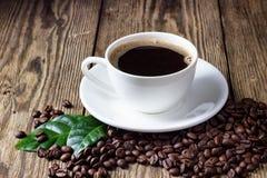 πίνακας φλυτζανιών καφέ ξύλ& στοκ εικόνες με δικαίωμα ελεύθερης χρήσης