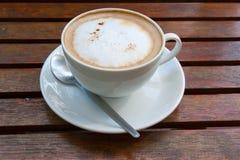 πίνακας φλυτζανιών καφέ ξύλ& Στοκ εικόνα με δικαίωμα ελεύθερης χρήσης