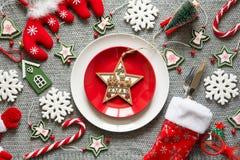 Πίνακας Χριστουγέννων που θέτει με τις διακοσμήσεις Χριστουγέννων Στοκ εικόνες με δικαίωμα ελεύθερης χρήσης