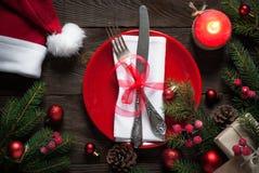 Πίνακας Χριστουγέννων που θέτει με τις διακοσμήσεις Χριστουγέννων Στοκ Εικόνες