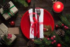 Πίνακας Χριστουγέννων που θέτει με τις διακοσμήσεις Χριστουγέννων Στοκ Φωτογραφίες