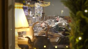 Πίνακας Χριστουγέννων που θέτει στο εστιατόριο απόθεμα βίντεο