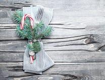 Πίνακας Χριστουγέννων που θέτει στο φωτεινό ξύλινο πίνακα Κάρτα Χριστουγέννων W Στοκ φωτογραφία με δικαίωμα ελεύθερης χρήσης