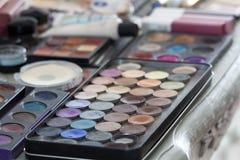 Πίνακας Makeup με ένα σύνολο καλλυντικών στοκ εικόνα