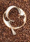 πίνει τα τρόφιμα Μαύρο υπόβαθρο φασολιών καφέ Στοκ Φωτογραφία