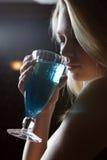 Πίνει το κοκτέιλ Στοκ Φωτογραφία
