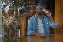 πίνοντας άτομο καφέ Στοκ Φωτογραφία