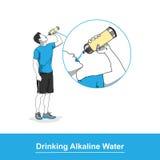 Πίνοντας αλκαλικό νερό Στοκ Εικόνες