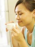πίνοντας γυναίκα καφέ Στοκ εικόνες με δικαίωμα ελεύθερης χρήσης