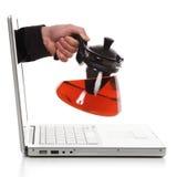 πίνοντας ηλεκτρονικό τσάι Στοκ φωτογραφία με δικαίωμα ελεύθερης χρήσης