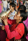 πίνοντας ιερό ύδωρ Στοκ Εικόνα