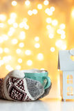 Πίνοντας καφές Χριστουγέννων Στοκ Φωτογραφίες