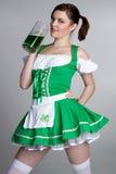 πίνοντας κορίτσι μπύρας Στοκ Φωτογραφίες