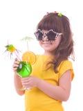 πίνοντας κορίτσι το πράσινο s κοκτέιλ παιδιών Στοκ φωτογραφία με δικαίωμα ελεύθερης χρήσης