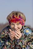 πίνοντας νεολαίες γυνα&iot Στοκ εικόνα με δικαίωμα ελεύθερης χρήσης
