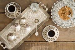 Πίνοντας παραδοσιακός τουρκικός καφές Στοκ Φωτογραφία